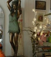 Bronze  - Mädchen mit Krug - Höhe 1,10 cm - Preis 3.900 €