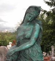 Bronze:  Frau mit Krug - Höhe 145 cm - Preis: 3.250 €