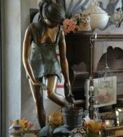 Bronze Frau mit Krug