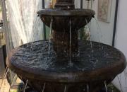 großer Robert -Kannelierter Brunnen im großen Becken - Höhe ca. 137cm, Durchmesser ca. 149cm