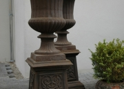 Eisen Vase mit Sockel
