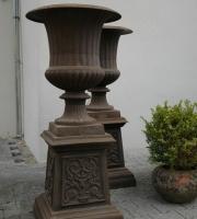 Eisenguss -  Vase mit Sockel - Pflanzvase