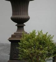 Eisenguss - Pflanzvase -  Vase mit Sockel