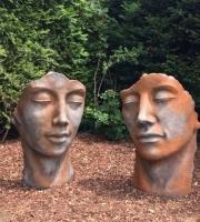 Steinguss Mann & Frau Paar Gesicht Rostpatina