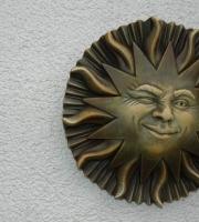 Sonne-Relief-Steinplatte-englischer-Antiksteinguss-ULRICH-GARTEN-Schwäbisch-Gmünd