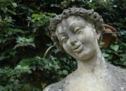 Blumenmädchen - Bildhauerarbeit - Naturstein