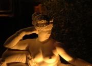 Liegende Paulina weißer Marmorguss