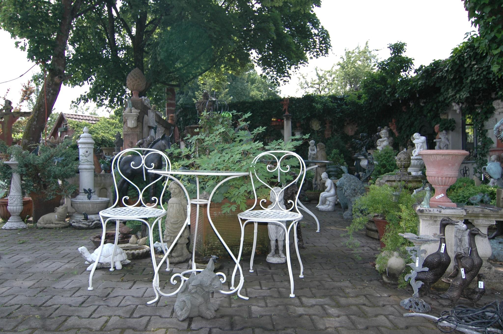 Tische und Bänke für den Garten aus Steinguss Ulrich Garten |